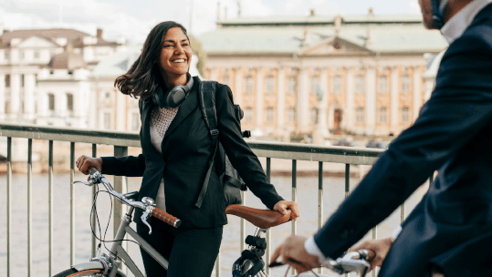 smiling-businesswoman-with-bicycle